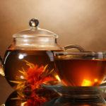 Teekanne und Glas